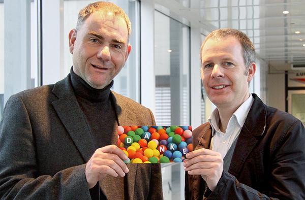 Vielfalt auch in der Konfirmandenarbeit: Kirchenrat Dr. Stefan Drubel und Landespfarrer Kai Steffen (r.) danken für engagierte inklusive Konfirmandenarbeit.