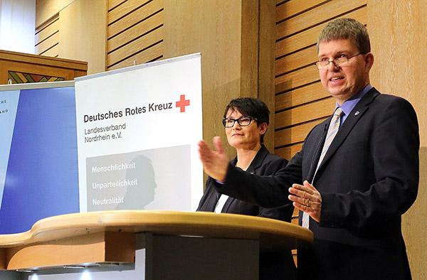 Berichteten über das bevorstehende 10-jährige Gedenken des Tsunamis am 2. Weihnachtstag 2004: Dr. Uwe Rieske und Christiane Scholl, Abteilungsleiterin beim DRK-Landesverband Nordrhein.