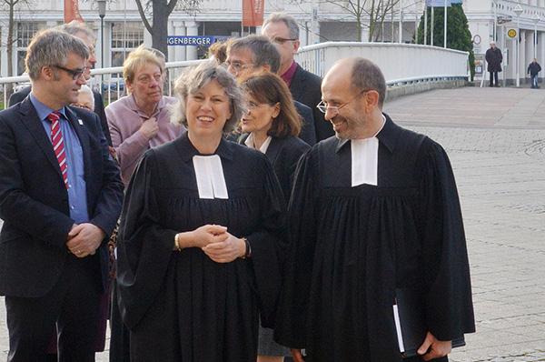Petra Bosse-Huber vor Beginn des Gottesdienstes in der Martin-Luther-Kirche in Bad Neuenahr, in dem sie entpflichtet wurde.