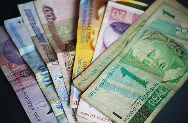 Zum Beispiel Brasilien: Devisen aus Ländern außerhalb der Euro-Zone.