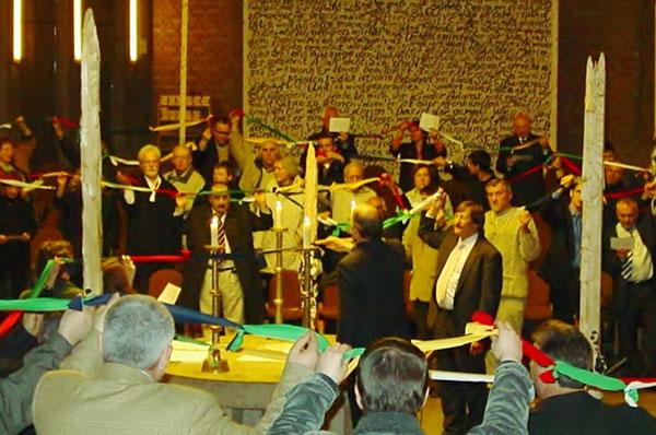 Eines von vielen Beispielen des Christlich-islamischen Gesprächskreises Düren: Veranstaltung von Christen, Muslimen, Juden und Buddhisten zum Thema Beitrag der Religionen zum Frieden, 2006.