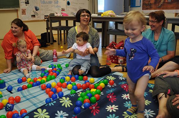 Beim Eltern-Kind-Treff des Diakonischen Werks im Evangelischen Gemeindezentrum Kirn.
