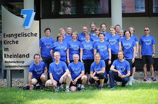Das Laufteam des Landeskirchenamts (beim Fototermin nicht vollzählig) nimmt am Firmenlauf B2Run 2014 teil.