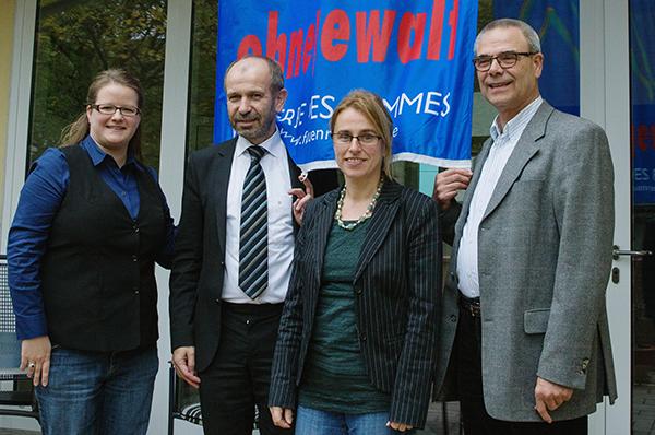 Frei leben ohne Gewalt: Karin Bartl (l.) und Hartfried Toennessen (r.) vom Duisburger Frauenhaus sowei Präses Manfred Rekowski und Irene Diller.