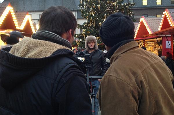 Beim Dreh für die Weihnachts-Multimediastory: Nils Davidovic von der Jugendkirche Düsseldorf.