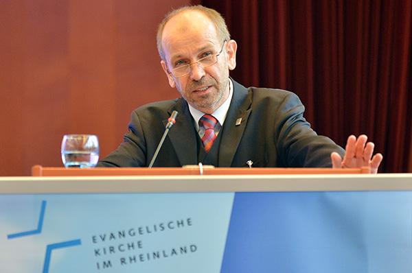 """Präses Manfred Rekowski erstattet der Synode """"Bericht über die für die Kirche bedeutsamen Ereignisse'"""