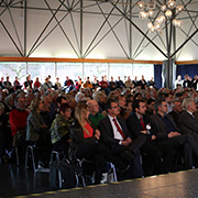 """Schätzungsweise 500 Menschen waren zu den ersten """"Evangelischen Standpunkten"""" gekommen."""