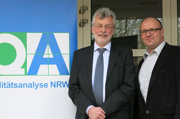 Rolf-Olaf Geisler (r.), Mitglied der Schulleitung der Evangelischen Gesamtschule Gelsenkirchen-Bismarck und Michael Jacobs, Direktor des Theodor-Fliedner-Gymnasium in Düsseldorf-Kaiserswerth, wurden zu Qualitätsprüfern ernannt.
