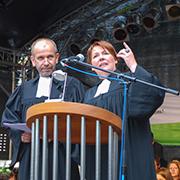 Präses Manfred Rekowski und Landesjugendpfarrerin Simone Enthöfer hielten eine Dialogpredigt.