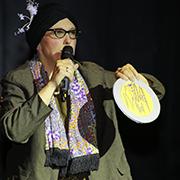 Kabarettistisch verschönerter Dank: Pfarrer Dorothee Schaper als