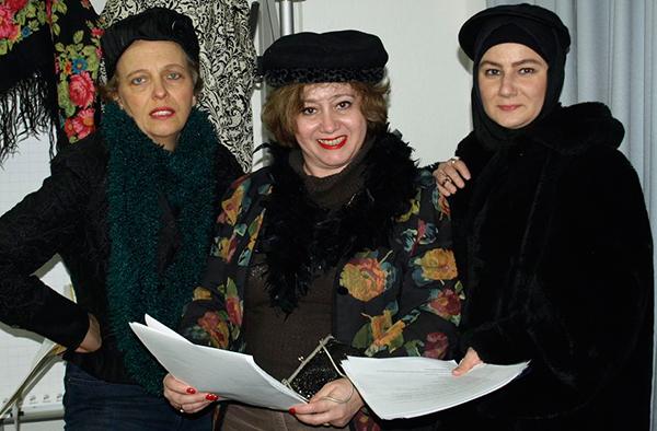 Dorothee Schaper (v.l.), Stella Sherbatova und Munise Cuma-Oguzay bitten zur christlich-jüdisch-muslimischen Lesung.