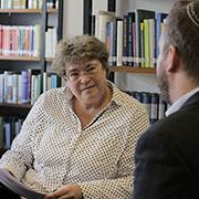 Oberkirchenrätin Barbara Rudolph im Gespräch mit Rabbi Ahrens.