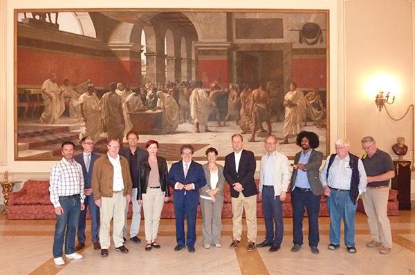 Die Gruppe mit Landtagsabgeordneten und Kirchenvertretern aus NRW beim Bürgermeister von Catania.