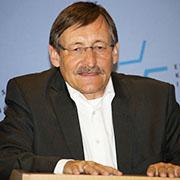 In der eigenen Religion beheimaten, Dialogfähigkeit einüben: Oberkirchenrat Klaus Eberl.