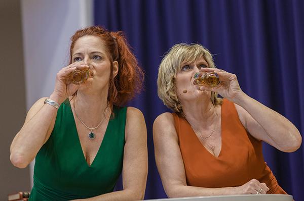 Susanne Hermanns (r.) und Sabine Putzler