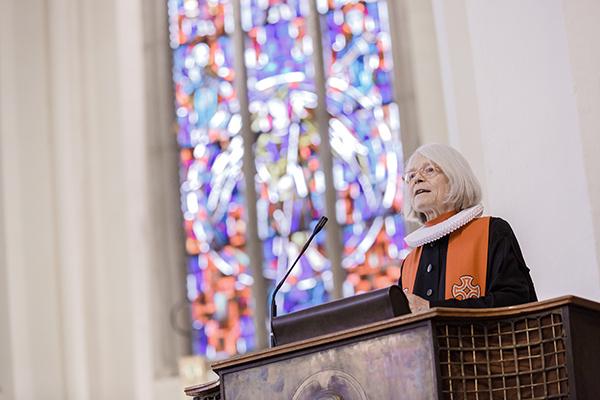 'Durch uns Pfarrerinnen ist viel mehr Lebenskraft und Farbigkeit in die Gemeinden und die Gesellschaft gekommen': Altbischöfin Maria Jepsen im Gottesdienst in der Bonner Kreuzkirche.