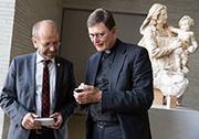 Präses Manfred Rekowski und Rainer Maria Kardinal Woelki, rechts die Geisselbrunn-Madonna.