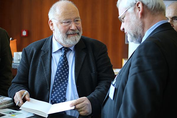 Rainer Stuhlmann ist Autor des Buches 'Zwischen den Stühlen'.