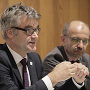 Vizepräsident Dr. Johann Weusmann (l.) und Präses Manfred Rekowski bei der Debatte über die landeskirchlichen Finanzfragen.