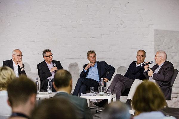 Auf dem Podium war Doping das Hauptthema: (v.l.) Fritz Pleitgen, Wolfgang Meyer. Dr. Andreas Höfer, Thomas Weber und Dr. Micheal Vesper.