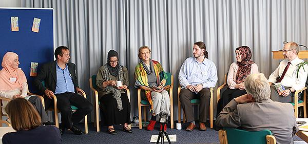 Abschlusspodium (vl.): Dunya Adigüzel, Bernd Ridwan Bauknecht, Hamideh Mohagheghi, Dorothee Schaper, Kaan Orhon, Nurhan Syokan und Manfred Rekowski.