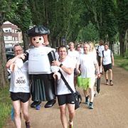 Das Team auf dem Weg zum Start des Firmenlaufs.
