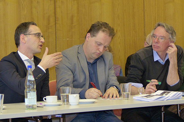 Bundesjustizminister Heiko Maas, SPD-Landtagskandidat Michael Simon und Ausländerpfarrer Siegfried Pick (v.l.) bei der Fachtagung des Arbeitskreises Asyl Rheinland-Pfalz.