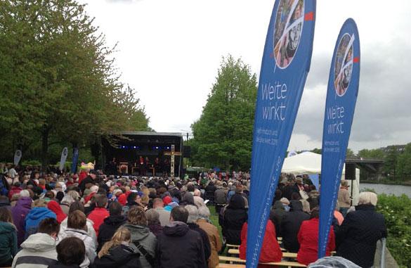 Mit einem Gottesdienst an der Ruhr begann das Pfingstfest 'beGeistert 2016 - Weite wirkt'.