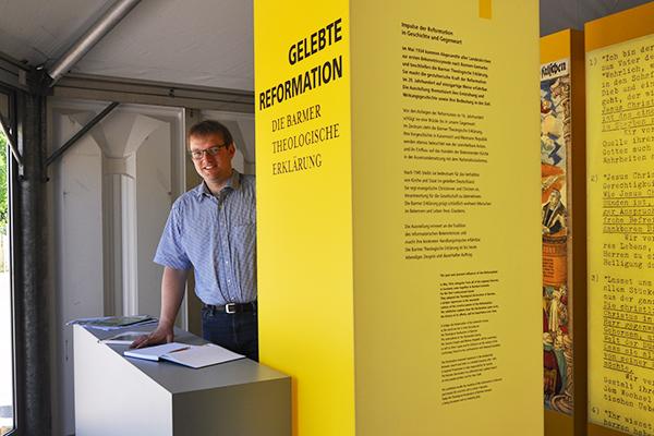 Angekommen: Pfarrer Martin Engels in der Ausstellung 'Gelebte Reformation' in Wittenberg.