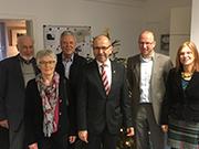 Weihnachtsbesuch des Präses bei der Telefonseelsorge, v.l.: Hartmut Jung, Gisela Felder, Klaus Büssow, Manfred Rekowski, Joachim Hall und Jula Heckel-Korsten.