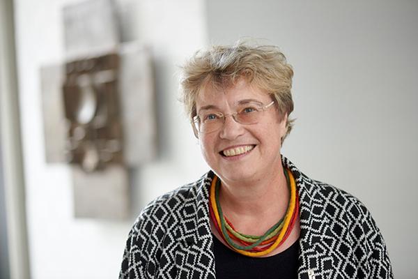 Barbara Rudolph ist hauptamtliches Mitglied der Kirchenleitung. Sie ist Leiterin der Abteilung 1 (Theologie und Ökumene).