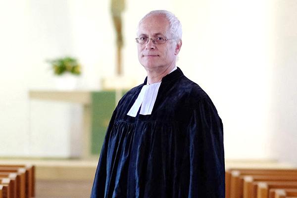 Etwa sechs bis sieben Gottesdienste im Jahr  gestaltet Jona Luther als Prädikant in seiner Kirchengemeinde in Bergisch-Gladbach.