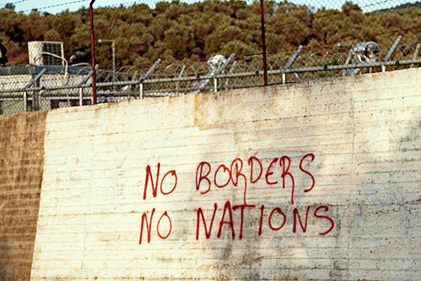 Stacheldraht und hohe Mauern: das Camp Moria sorgt immer wieder für den Protest von Flüchtlingsorganisationen.
