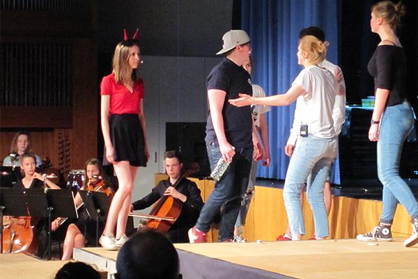 Theaterprojekt 'Einfach lebendig: Die Geschichte der Bibel neu erzählt.' von Schülerinnen und Schülern des Theodor-Fliedner-Gymnasiums in Düsseldorf (2017).