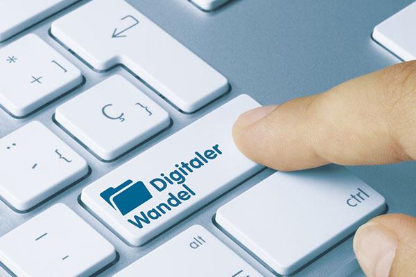 Im Zusammenhang der Digitalisierung gibt es viele hochaktuelle Spannungsfelder, die eine öffentliche Theologie zum Wohl der gesamten Gesellschaft beleuchten müsste.