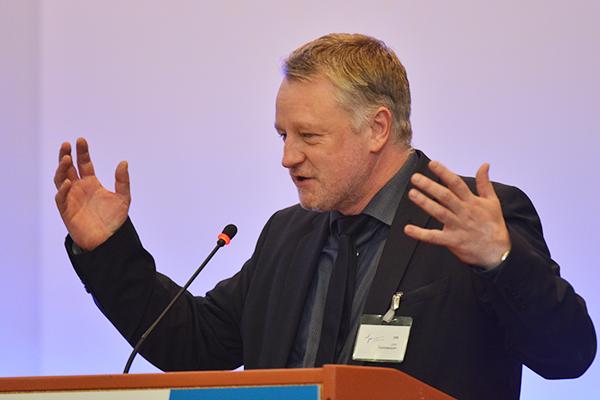 Hilfen bei Flüchtlingszuwanderung und Langzeitarbeitslosigkeit: Saar-Minister Ulrich Commerçon.