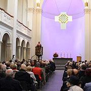 Münsterpredigerin Dr. Caroline Schröder Field hielt die Predigt in der Kölner Trinitatiskirche