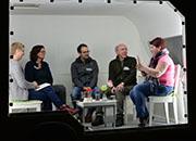 Die Gesprächsrunde: Rauke,  Silke, Raphael, der Künstler Rudolf Giesselmann und Jennifer.