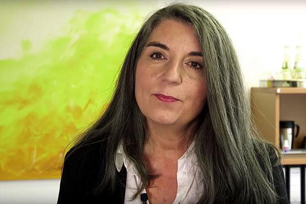 Ist beim Thema Organspende gegen die Widerspruchslösung: Klinikpfarrerin Heike Schneidereit-Mauth im YouTube-Kanal 'Jana glaubt'.