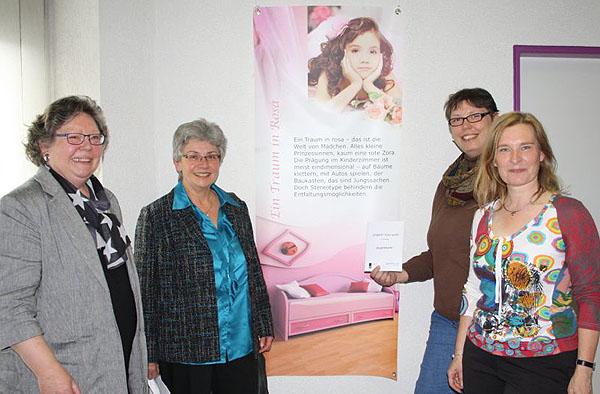 Frausein ist bunter als der Traum in rose: Marlen Förster (v.l.), Ute Kannemann, Simone Pfitzner und Petra Schneider.