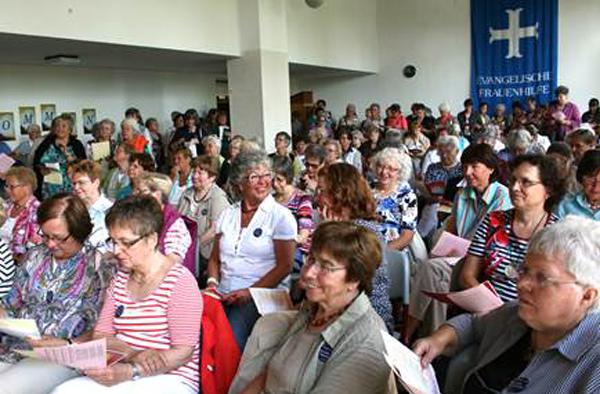 Beim 'Oasentag' der rheinischen Frauenhilfe.