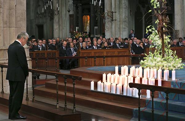 Bundespräsident Joachim Gauck gedenkt der Opfer des Germanwings-Absturzes.