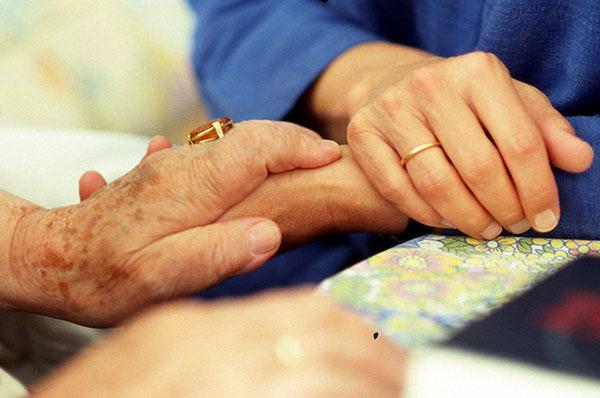 Fürsorge wieder attraktiv machen: Fragen der Fürsorge sind Thema der Habilitationsschrift 'Realitäten der Abhängigkeit'.