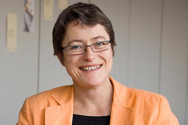 Dr. Dagmar Herbrecht leitet das Evangelische Erwachsenenbildungswerk Nordrhein.