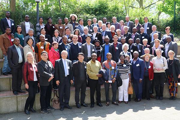 Vertreterinnen und Vertreter der fremdsprachigen Gemeinden: Sie bilden den Internationalen Kirchenkonvent. Foto: Dirk Johnen