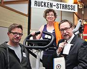 Studioinhaber Thomas Jütte (l.) mit dem Pfarrehepaar Sibylle Mau und Dr. Klaus Bajohr-Mau.