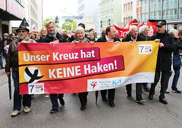 Protestmarsch unter anderem mit Markus Zimmermann, Hannelore Bartscherer, Msgr. Robert Kleine, Rolf Domning und Msgr. Rainer Fischer. Foto: kirche-koeln.de