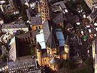 Aus dem Mainzer Dom kommt der Abschlussgottesdienst zum Jahr der Bibel.