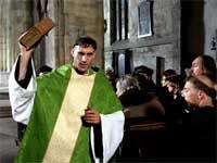 Luther (Joseph Fiennes) fürchtet die Exkommunizierung nicht