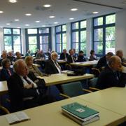 Blick ins Plenum der Tagung Reformation und Politik im FFFZ, u.a. mit den Alt-Präsides Manfred Kock und Nikolaus Schneider (vorn v.l.).